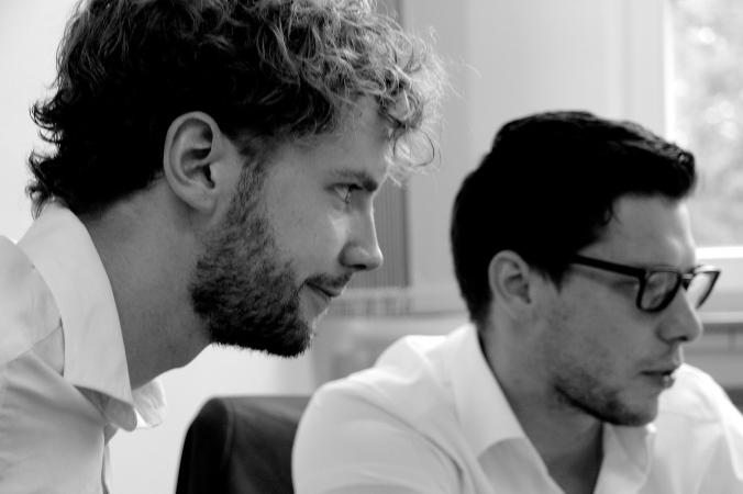 Simon und Tobias bei der Arbeit